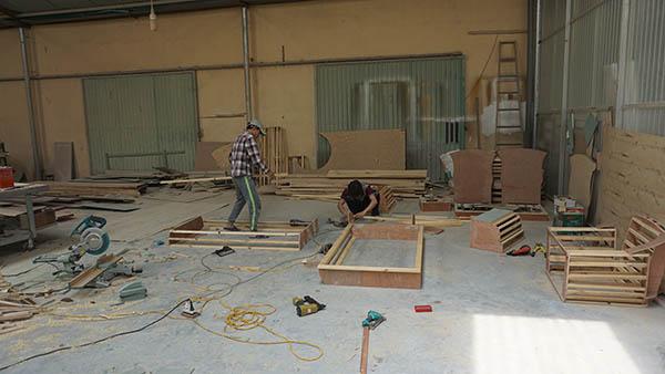 Nhờ có xưởng sản xuất ghế sofa nên giá thành sofa tại Sofa Đình Tuyên luôn cạnh tranh với khách hàng