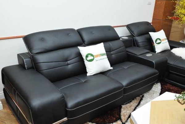 Gam màu đen sang trọng kết hợp với tựa lưng gật gù giúp bộ ghế đẹp và tiện dụng hơn