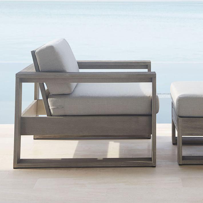 Tháo lắp phần đệm và thay mới dễ dàng. Đây là ưu điểm của các mẫu sofa đơn gỗ đệm được nhiều người yêu thích