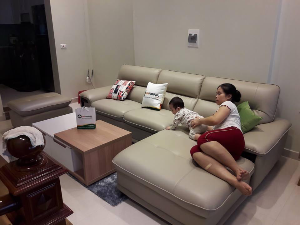 nhà có trẻ nhỏ nên chọn sofa da hay sofa vải
