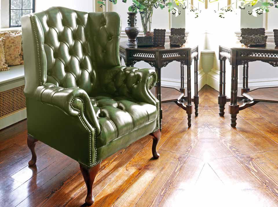 Đi kèm nữa đó là mẫu sofa armchair rất tinh tế đúng phong cách quý tộc