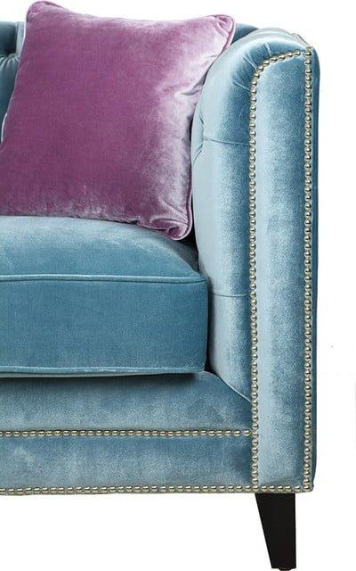 Chân ghế vững chắc khi sử dụng gỗ sồi tự nhiên được sơn phủ lớp chống mối mọt