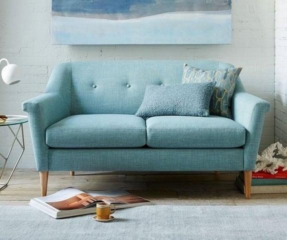 Mẫu sofa vải màu xanh chân gỗ đẹp tinh tế