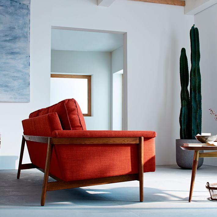 Khung gỗ chắc chắn đảm bảo khả năng chịu lực tốt cho sofa và người sử dụng.