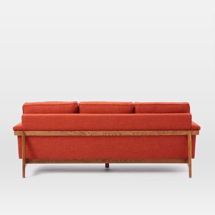 Mặt sau ghế sofa bọc vải nỉ đơn giản, sang trọng.