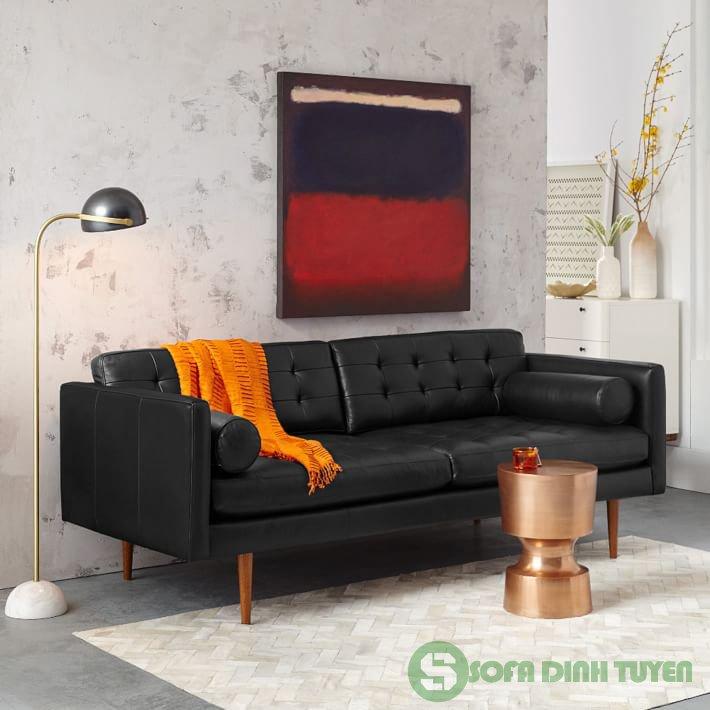 Mẫu sofa da có màu đen huyền bí và tinh tế.