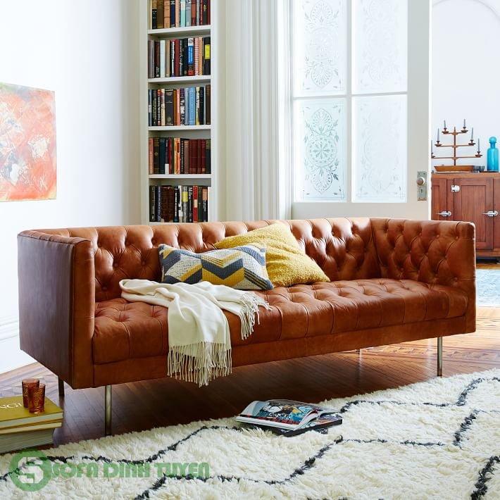 Ghế sofa da màu vàng bò phong cách tân cổ điển.