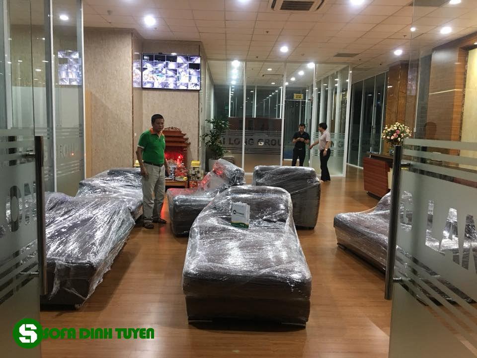 Để làm được điều này đội ngũ nhân viên của Sofa Đình Tuyên luôn túc trực tới 22h đêm hàng ngày để phục vụ khách hàng.