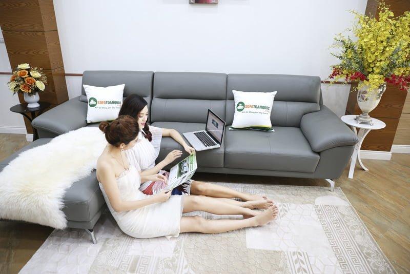 Ghế sofa da góc trái tiện dụng cho phòng khách nhỏ.