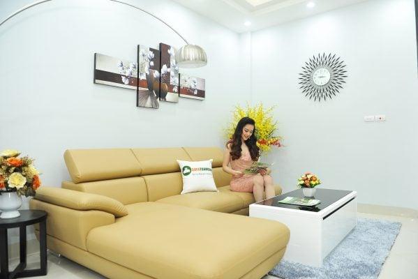 Ghế sofa màu vàng chanh tươi trẻ cho phòng khách gia đình.