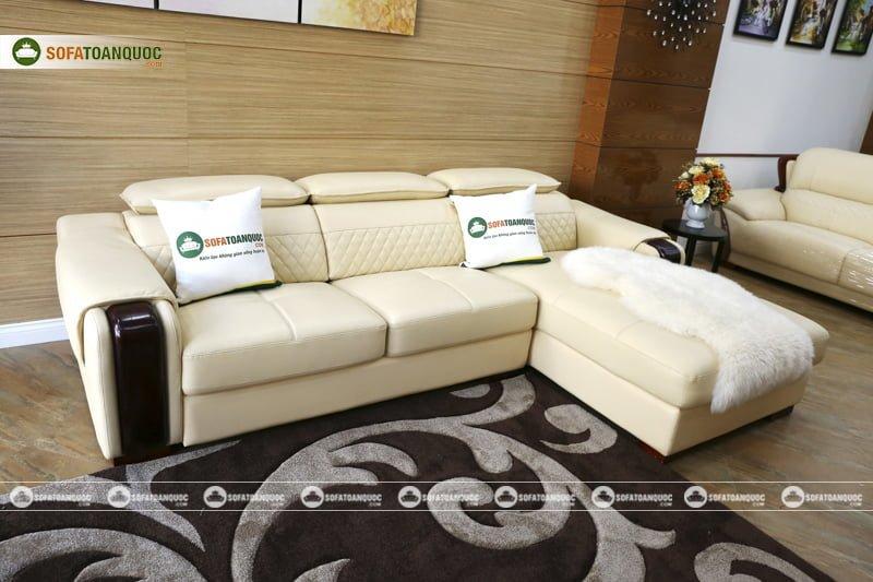 Bộ ghế sofa màu trắng kem đẹp và đẳng cấp cho phòng khách gia đình.