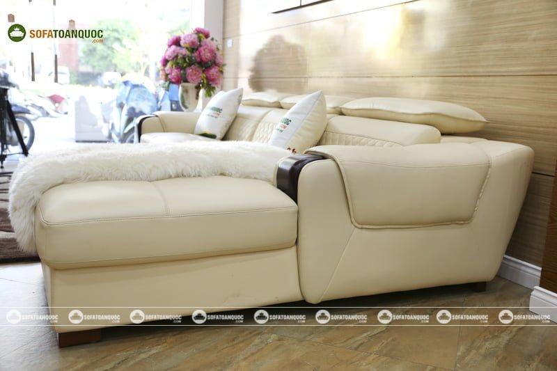Bên phải chiếu nghỉ kích thước rộng rãi giúp nghỉ ngơi thư giãn trên chính bộ ghế sofa.