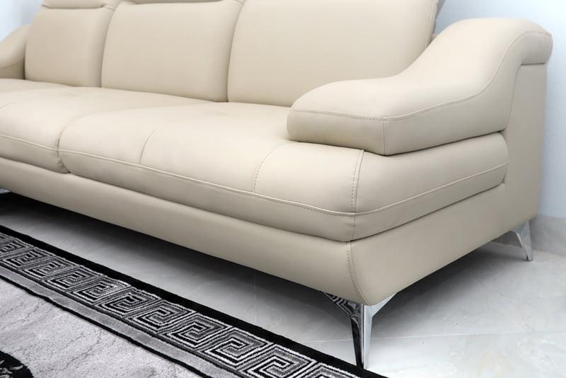 ghế sofa chân inox sáng trắng