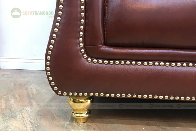 chân ghế sofa được phủ lớp sơn vàng