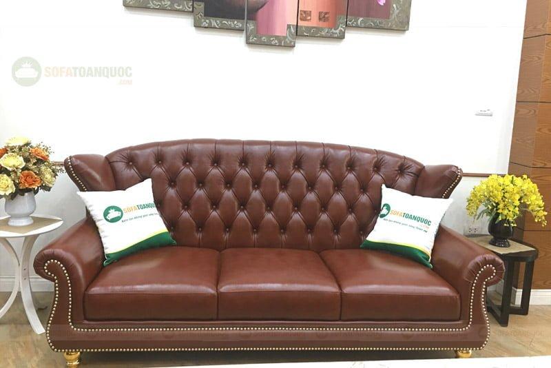 Ghế sofa chung cư kiểu dáng tân cổ điển nhìn sang trọng.