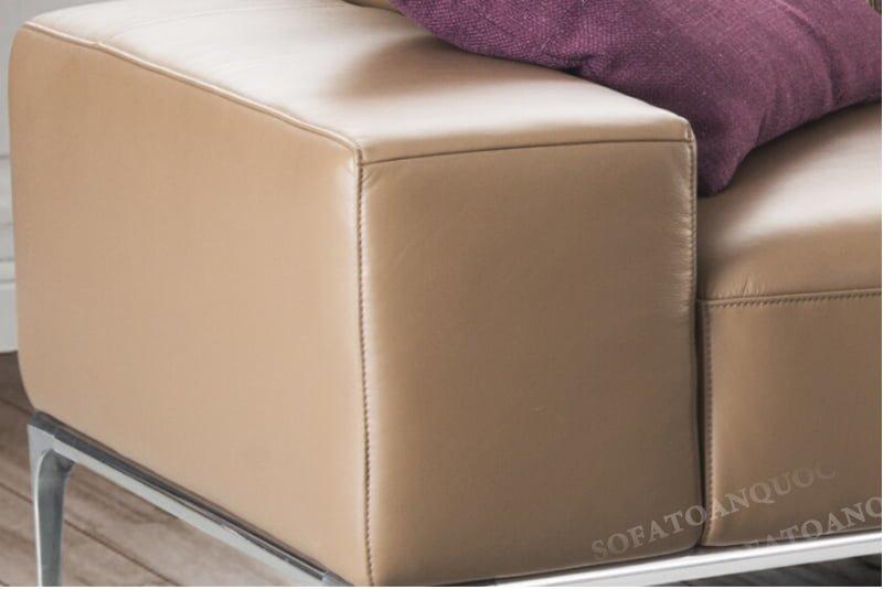 Tựa lưng và tay vịn thấp của bộ ghế sofa da thật nhập Ý có thể đem lại sự thoải mái hơn khi sử dụng.