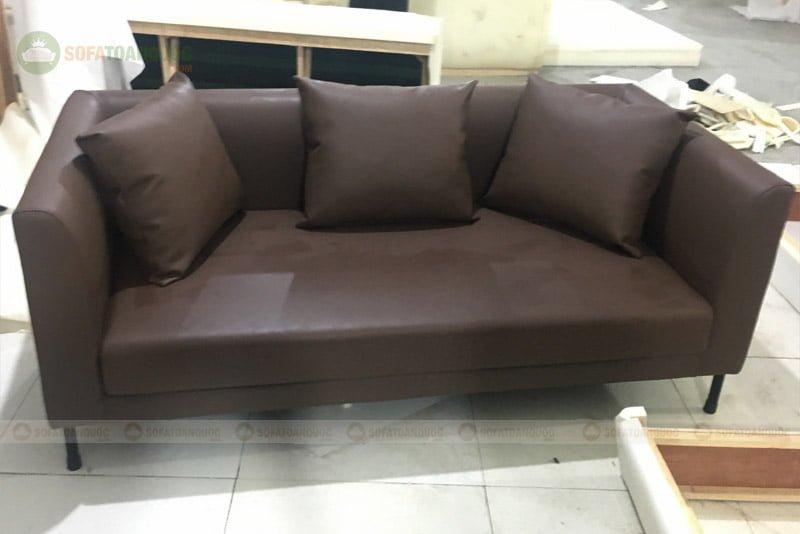 Ghế sofa văng da kích thước phù hợp cho chung cư nhỏ.