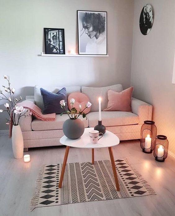 ghế sofa màu hồng chân gỗ đệm rời tựa rời tiện dụng