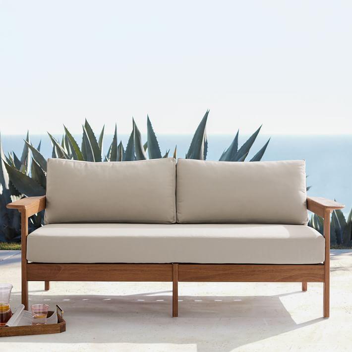 Ghế sofa gỗ tiện dụng thích hợp với những không gian hiện đại.