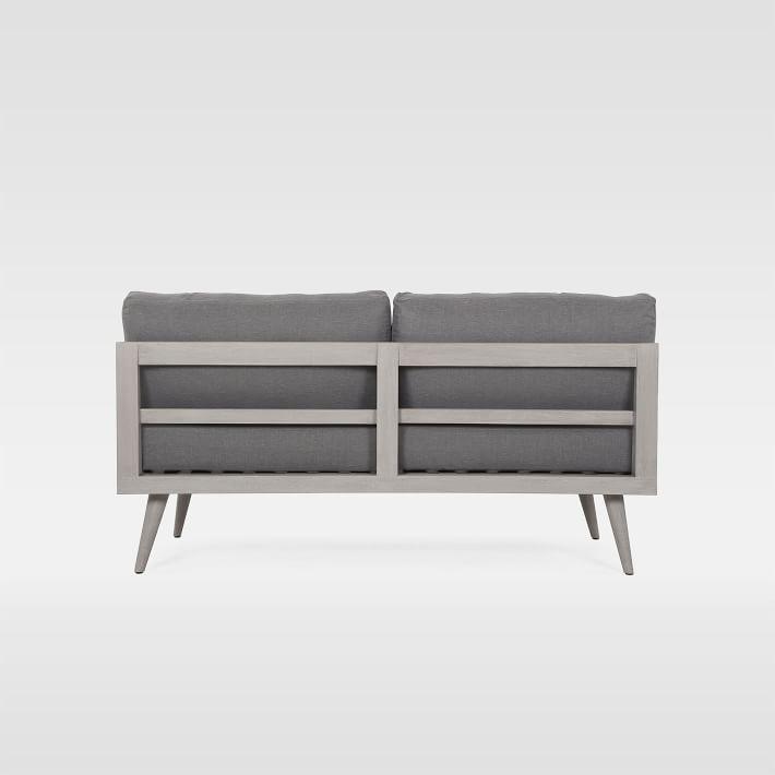 Khung ghế sofa gỗ chắc chắn sử dụng thoải mái không lo cong vênh mối mọt.