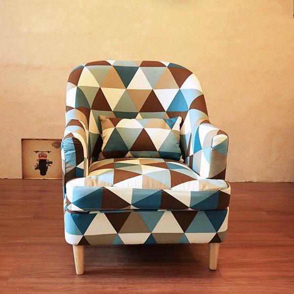 Ghế sofa đơn bọc vải tiện dụng cho phòng khách gia đình.