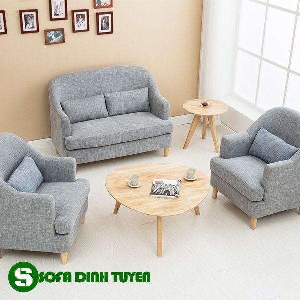Kết hợp nhiều ghế sofa đơn tạo thành bộ sofa dùng trong phòng khách.