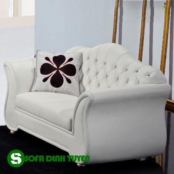 Sofa hoàng gia màu trắng lịch sự nhã nhặn.