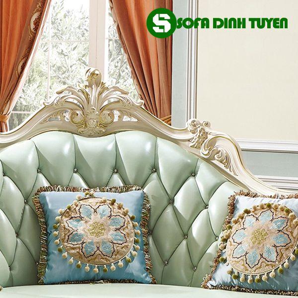 Hoạ tiết hoa văn cực kỳ ấn tượng, tinh tế trên bộ sofa phong cách hoàng gia.