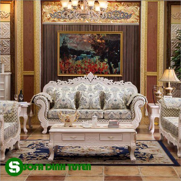 Những hoa văn ấn tượng trên bộ ghế sofa phong cách quý tộc châu Âu.