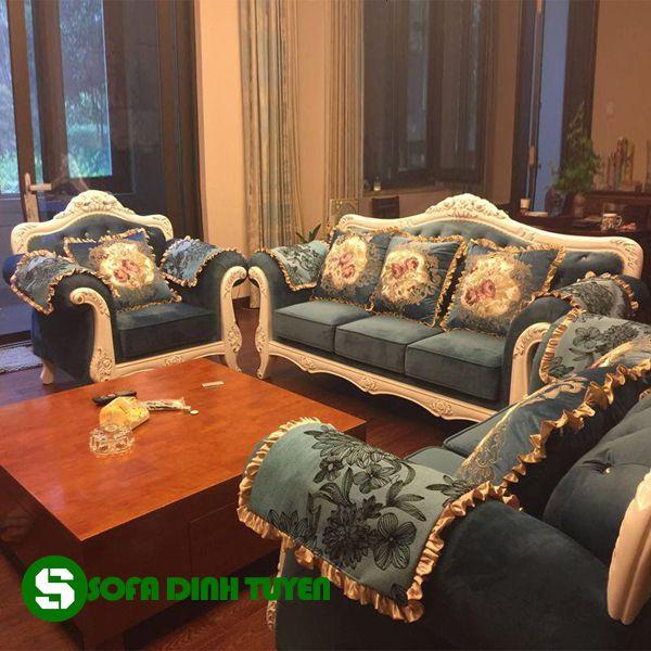 Ghế sofa phong cách hoàng gia ấn tượng cho phòng khách gia đình.
