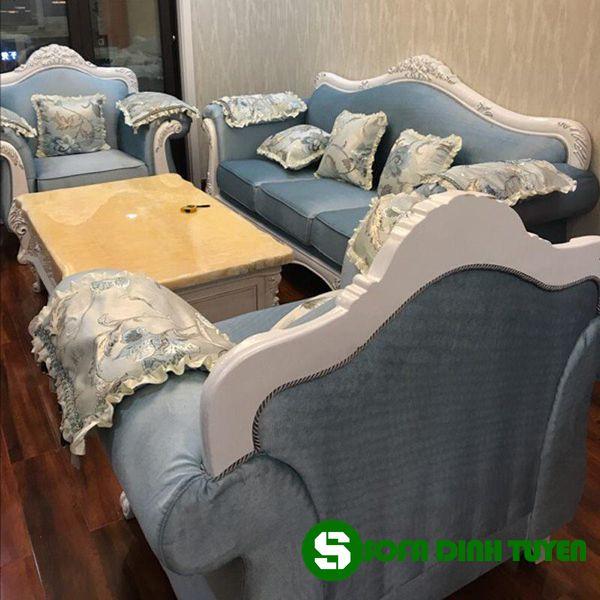 Từng chi tiết ghế sofa hoàng gia đều được làm tỉ mỉ, kỹ càng.