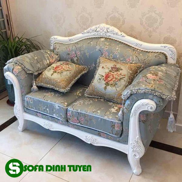 Vải bọc sofa với hệ thống hoa văn ấn tượng.